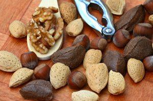 nuts-1703663_1280
