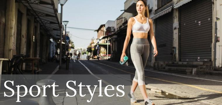 Sportliche Styles, wie der weiße Sport-BH zur Legging, sind im Trend.