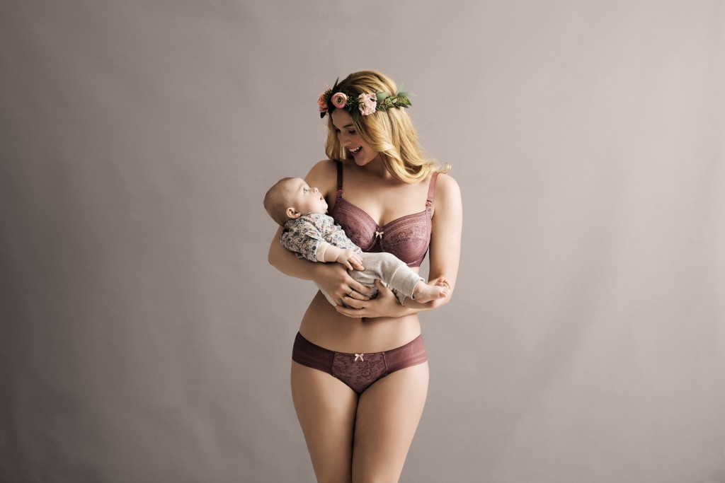 The cute nursing bra with underwire Fleur from the Anita Maternity range in a soft pastell berry colour with a nude lining.