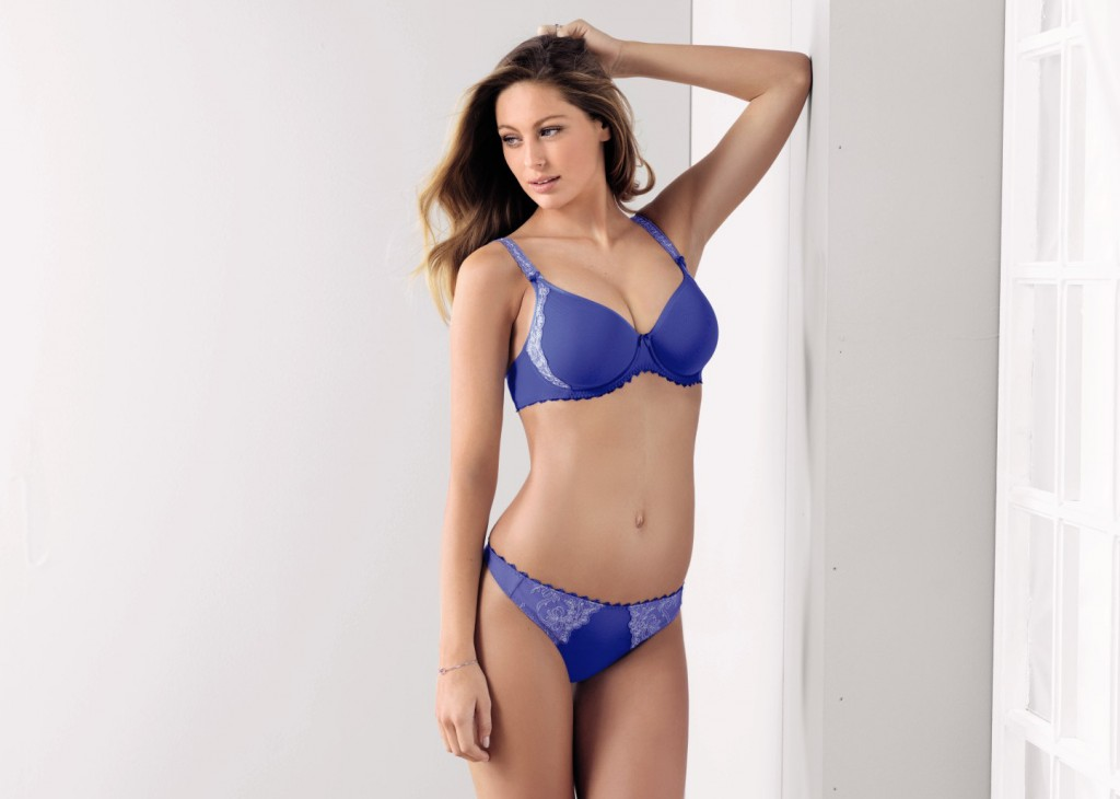 The prettiest spacer bra within the Rosa Faia range is Scarlett. The underwire bra has embroidered straps and decorated sides and is available in a vibrant blue colour up to cup H.