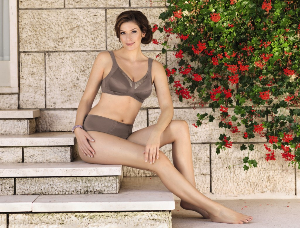 The support bra Valentina in a mauve color provides reliev and support for big cups.
