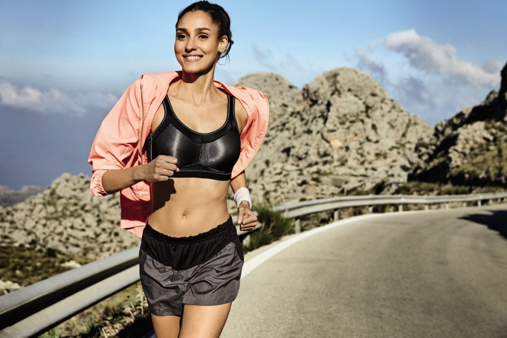 Girl running in the high impact sports bra momentum in black, perfect support for high impact sports.