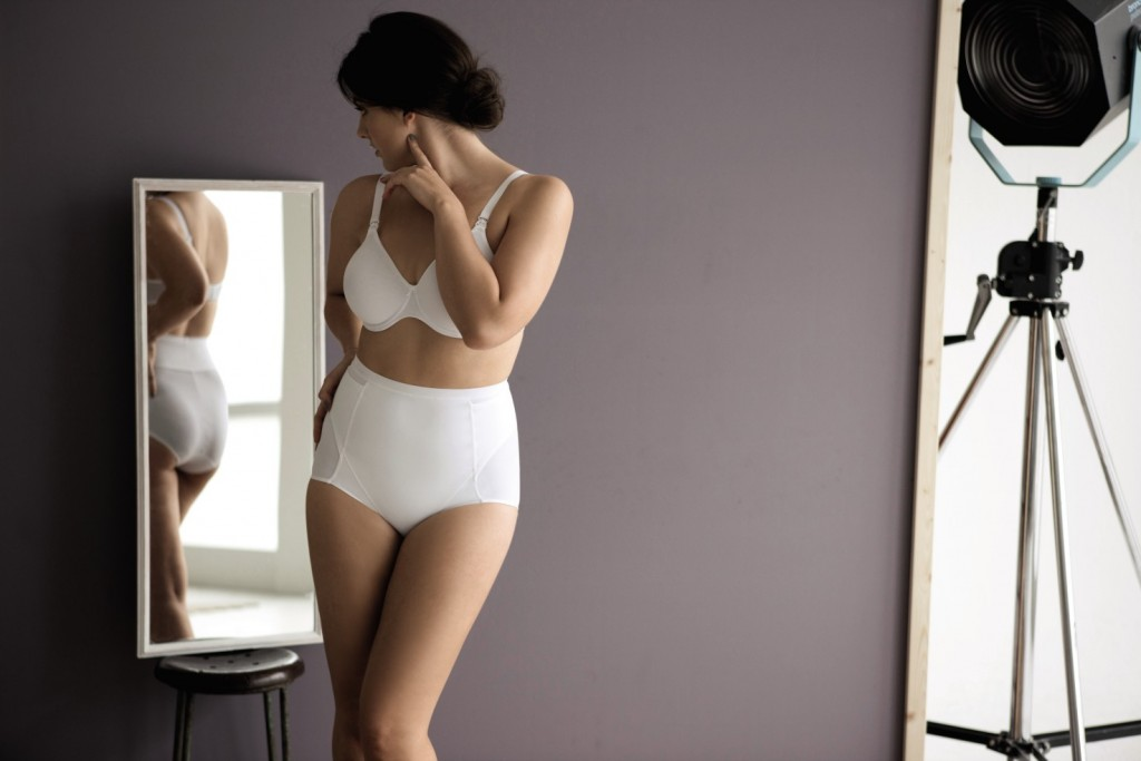 The white compression panty from Anita maternity helps the scars to heal after caesarian section