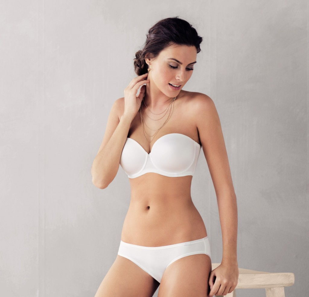 Strapless white bra from Rosa faia with mutliway straps and underwire