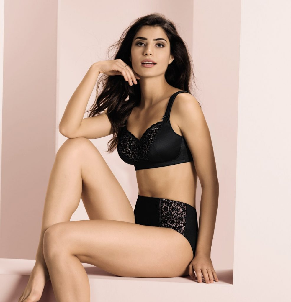 Anita comfort bra Havanna with wide reliefing straps and black lace