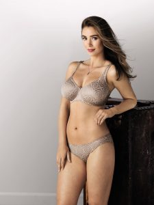 Smooth T-shirt bra for large breasts from Rosa Faia