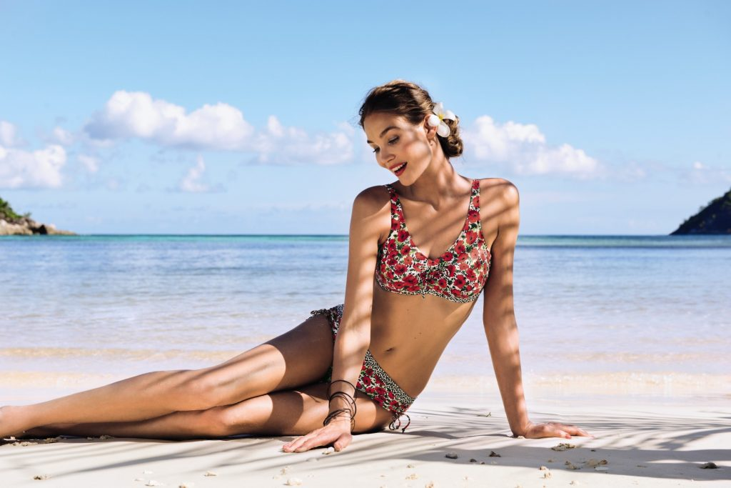 Bikini set with breast form pockets in a red poppy print from Anita care