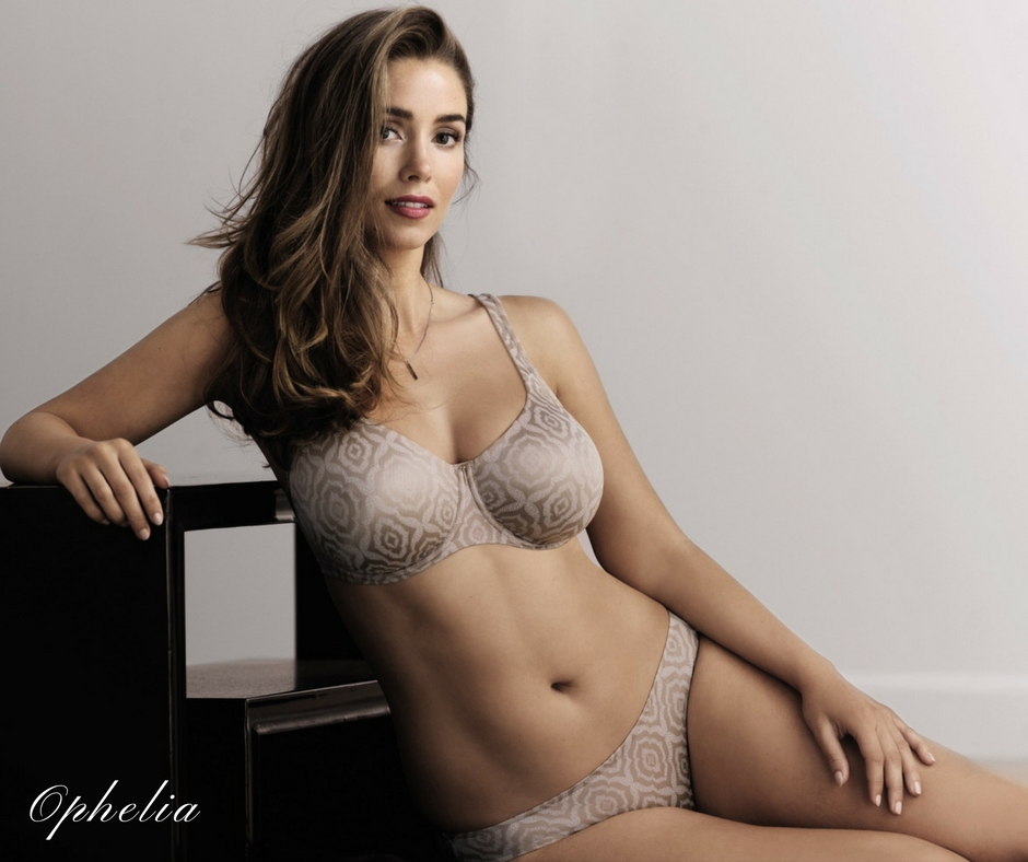 Satin finish seamless bra with underwire from Rosa Faia