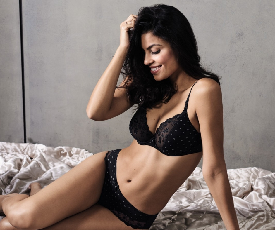 Black lace bra with underwire and plunge