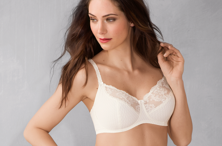 Soft bra with lace embbroidery in creme white from Rosa Faia